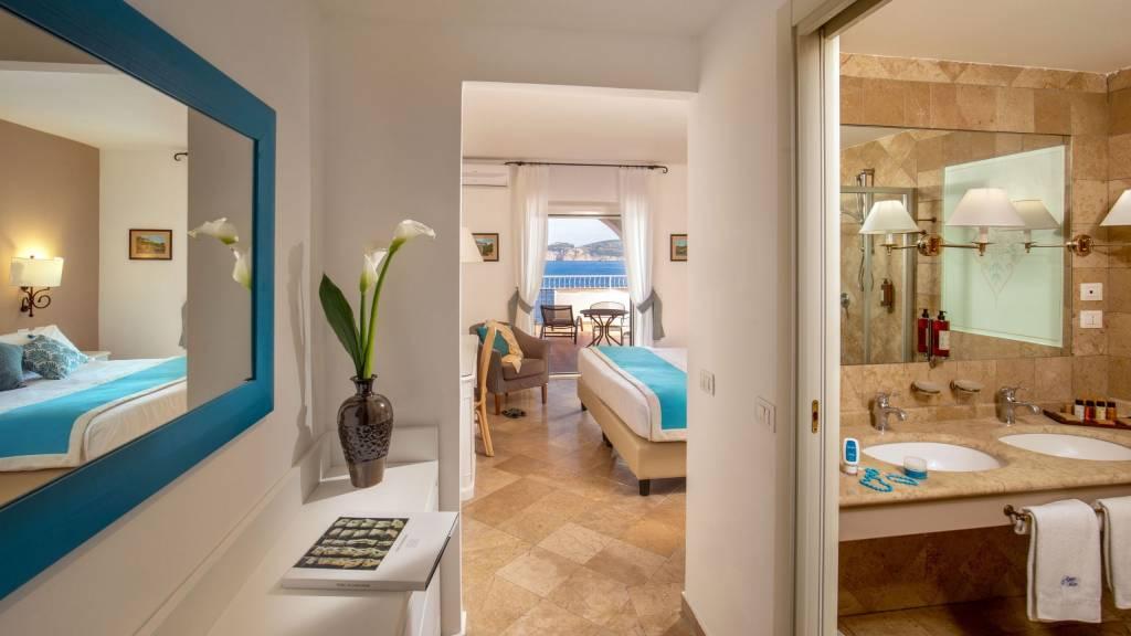 Hotel-El-Faro-Alghero-Deluxe-Terrace-2021-camera-2