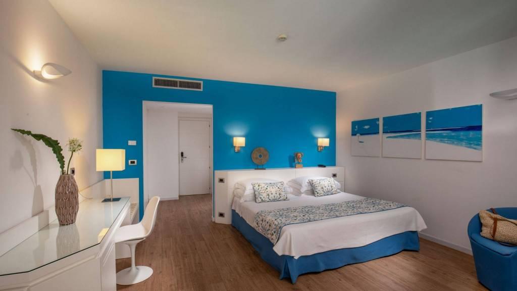 Hotel-El-Faro-Alghero-Sea-Garden-Deluxe-2021-camera-letto