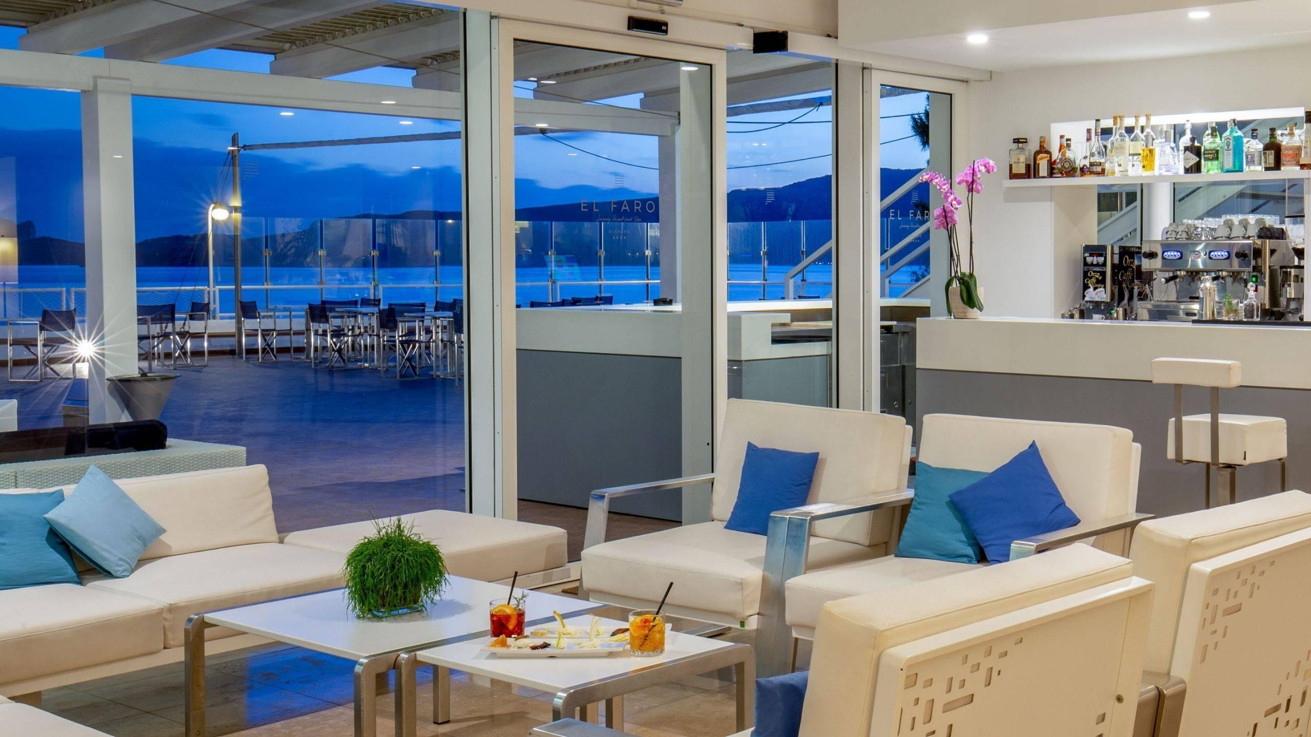 Hotel-El-Faro-Alghero-Gallery-2021-terrazza-aperitivo-interno