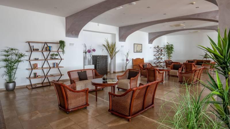 Hotel-El-Faro-Alghero-Gallery-hotel-2021-interno-poltrone