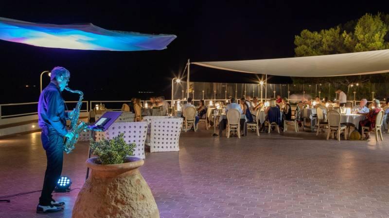 Hotel-El-Faro-Alghero-Matrimoni-e-Eventi-2021-tavoli-mari-3